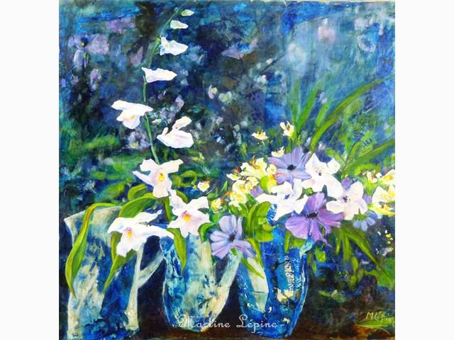 Orchidées dans trois vases bleus